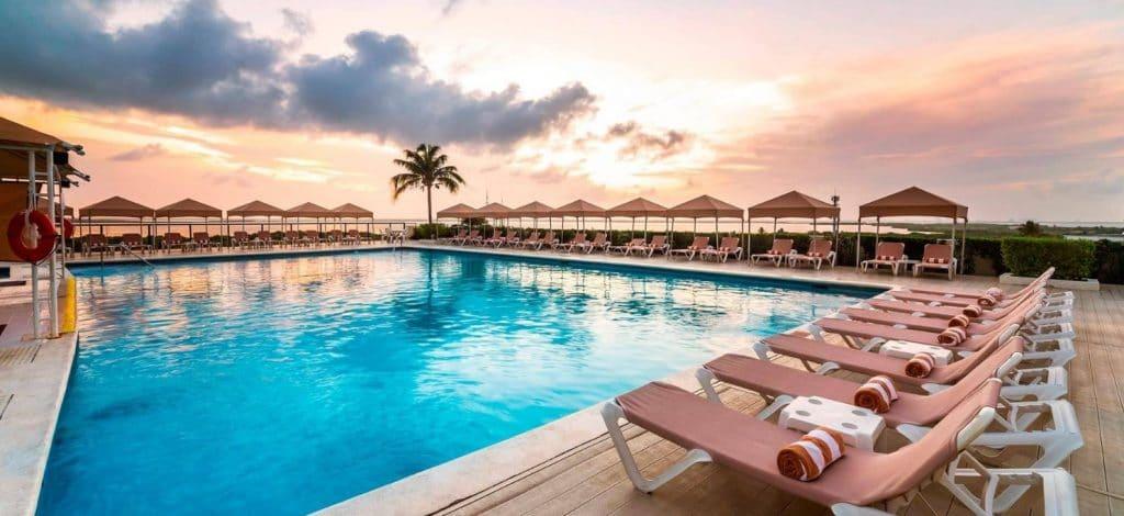 crown paradise_pool