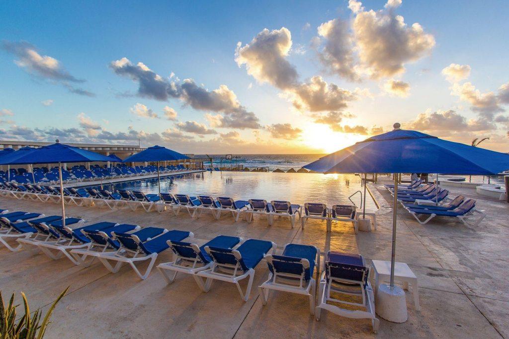 seadust cancun familiy resort_pool