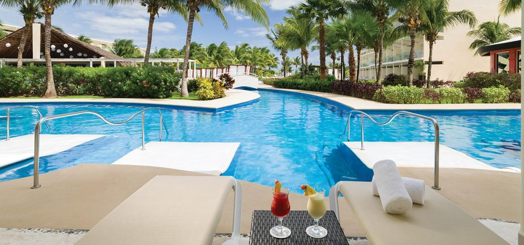 azul beach resort riviera cancun_swimup