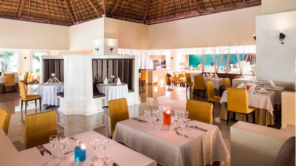 bluebay grand esmeralda_restaurant